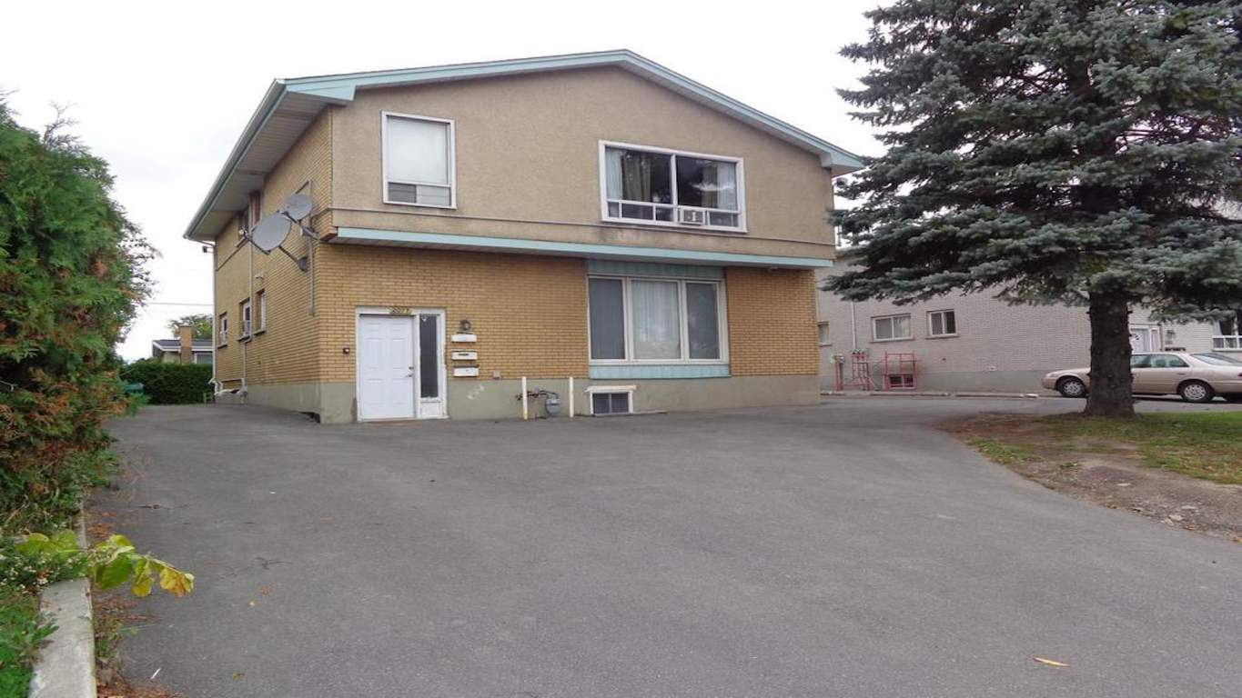 Ottawa Ontario Triplex for rent, click for details...