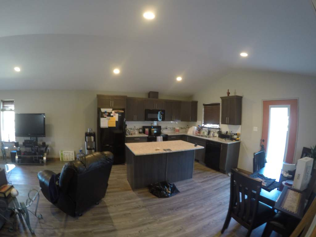 Maple Cabinets, Quarts Counter Tops, 6 Modern Appliances