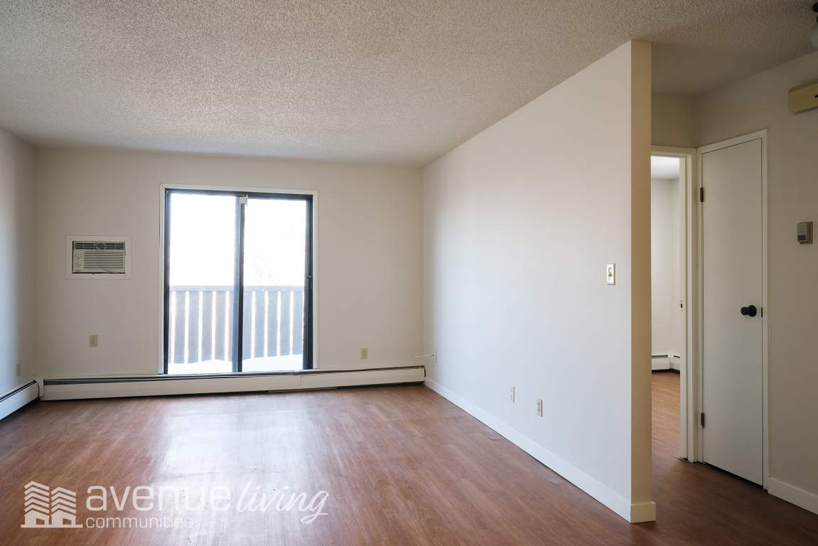Regina Apartment for rent, click for more details...