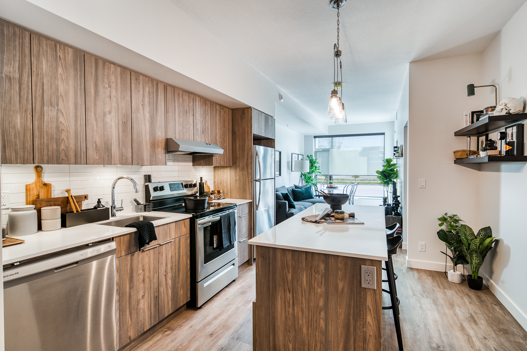 Flexible Dining, Cooking or Work-From-Home Space