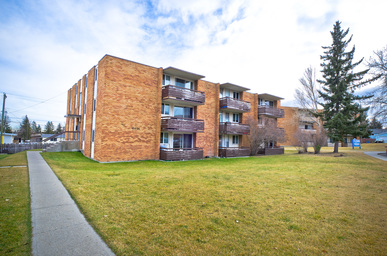 Apartment Building For Rent in   D, 6434 Travois Pl. Nw, Calgary, AB