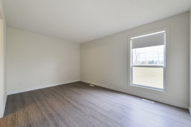 Home For Rent in  177 St. & 93 Ave. Nw, Edmonton, AB