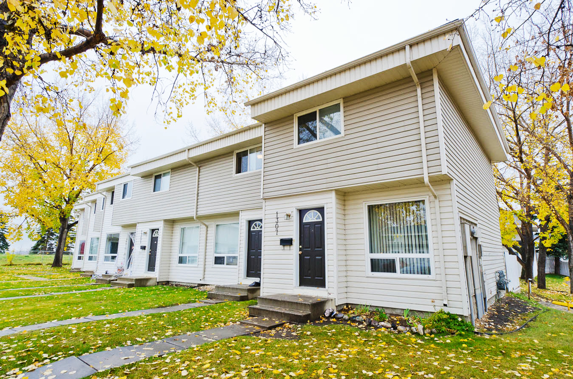 Calgary Downtown 3 bedroom Townhouse For Rent