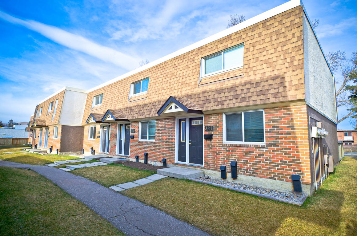 Calgary North East 4 bedroom Townhouse For Rent