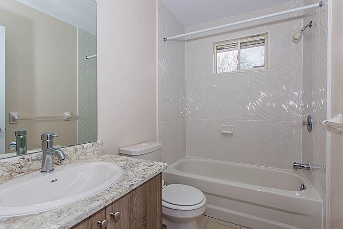 Main Bathroom - 340 Bell St S