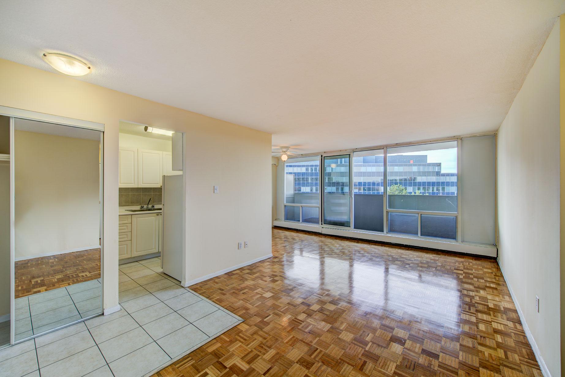 Agnes Apartments: Close to Square One   Mississauga ...
