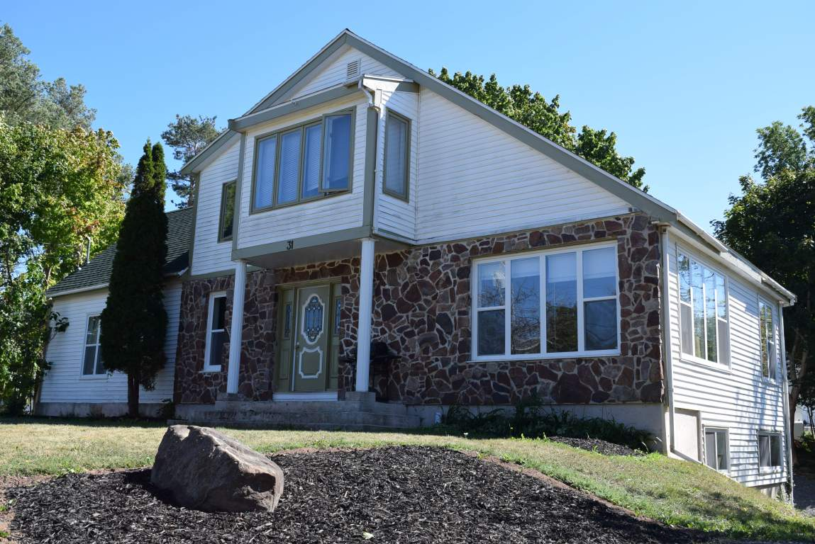 Wolfville Triplex for rent, click for more details...
