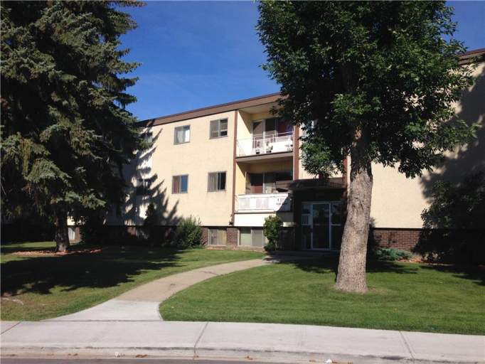 8070 Argyll Road - Apartment Building Near Bonnie Doon