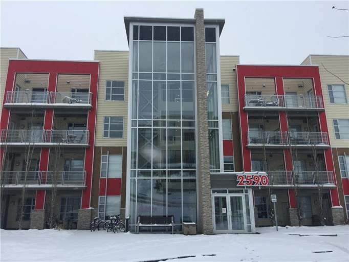 1 Bedroom Condo in Ambleside - Private Laundry!