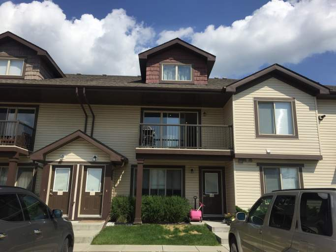 Condo in Charlesworth! Vaulted Ceilings!