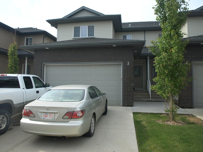 4900 62 Street - Townhouse in Beaumont