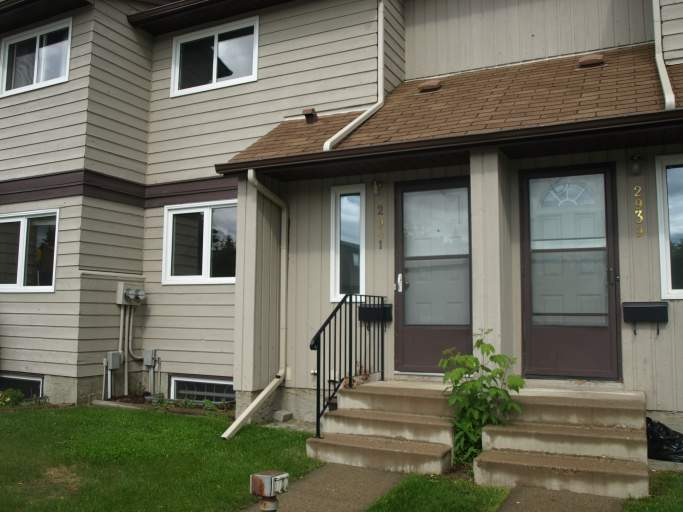 Townhouse in Steinhauer - Close to LRT!