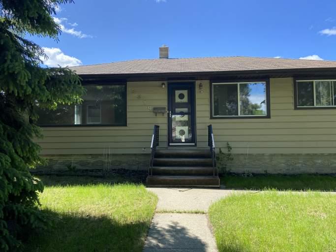 9319 70 Avenue - House in Hazeldean
