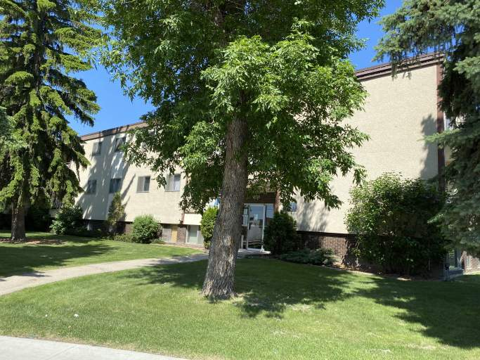 8070 Argyll Road - Apartments in Avonmore