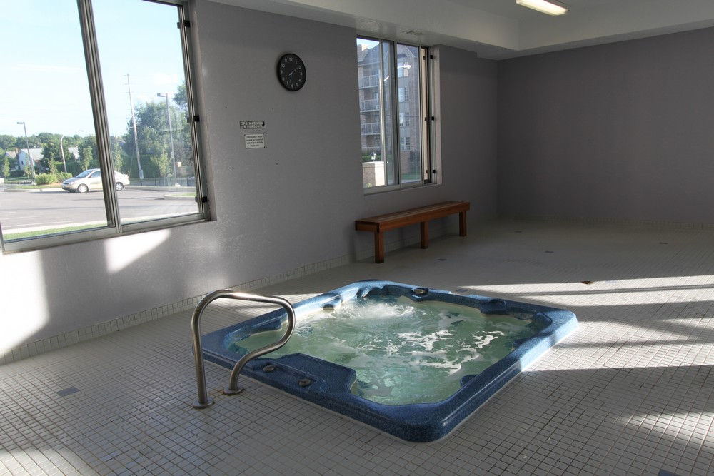 Apartments for Rent Burlington - 168 Plains Rd W - Hot Tub
