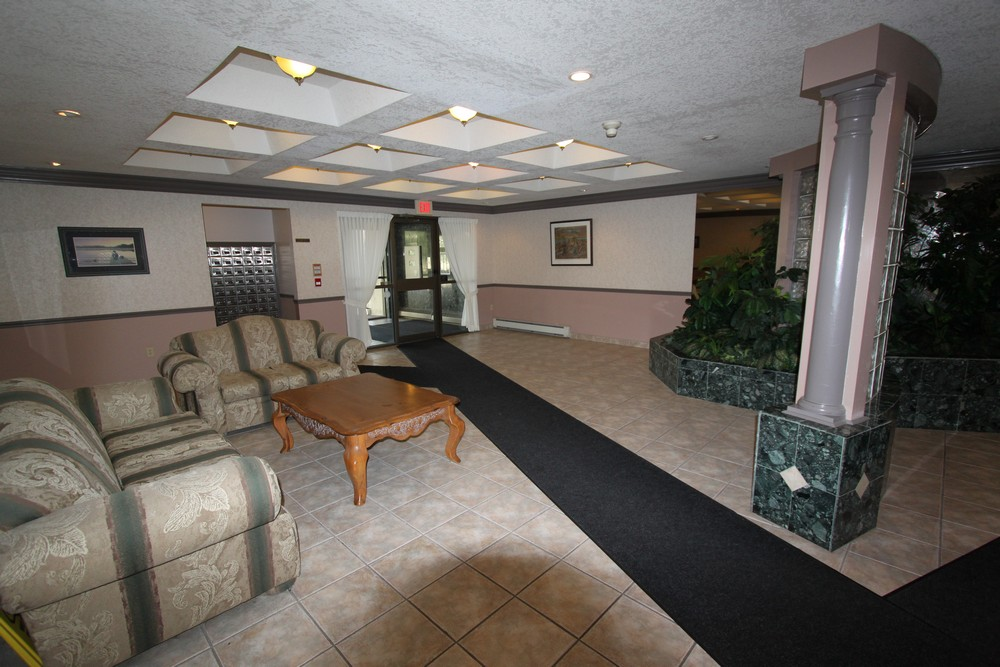 Windermere Place III - The Somerville - Lobby - Apartments for Rent London - 675 Windermere Rd