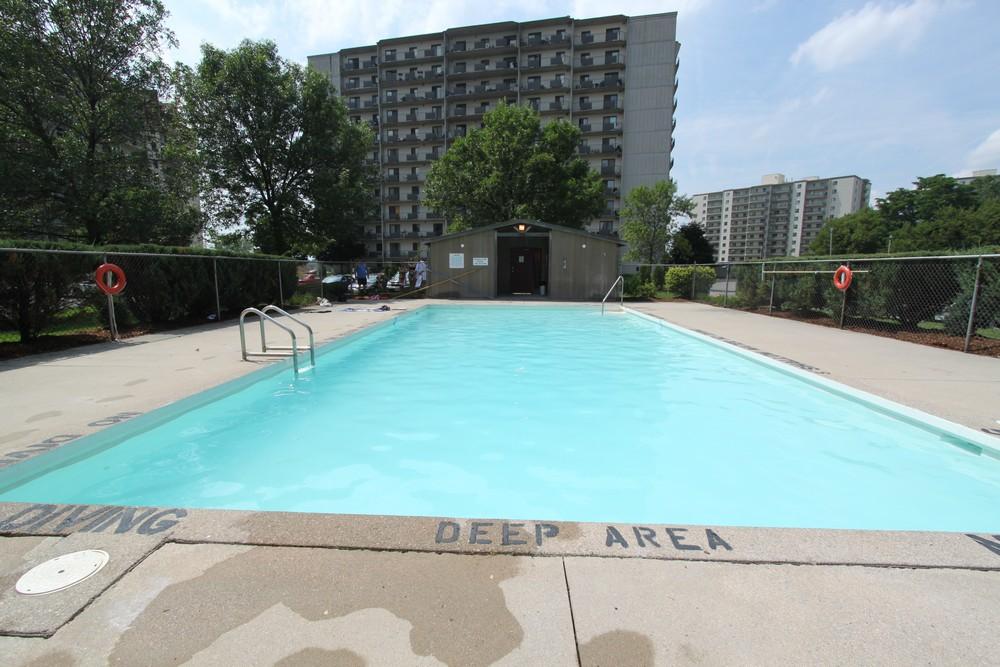 The Trillium Apartment - 700 Wonderland Rd London Ontario - Outdoor Pool