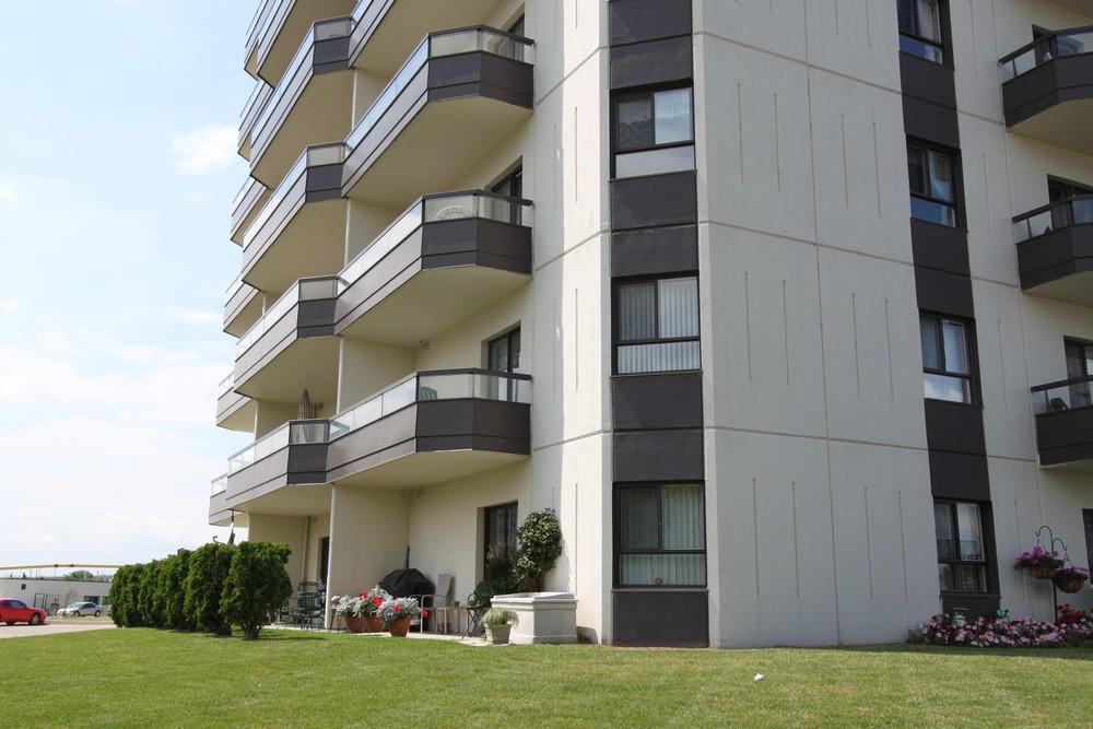 Apartments for Rent Sarnia - 1295 Sandy Ln - Exterior