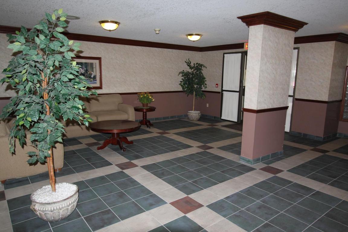 Rosecliffe Gardens II - 630 Springbank Rd London Ontario - Lobby