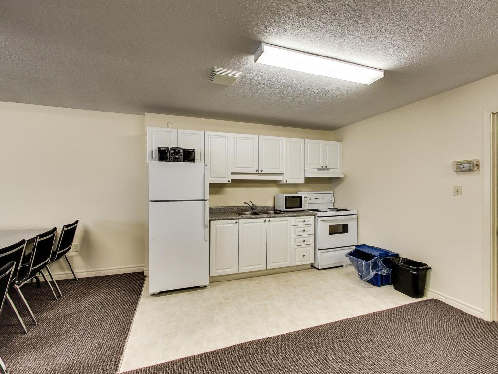 Apartments for Rent London - 310 Dundas St - Common Room Kitchen Area