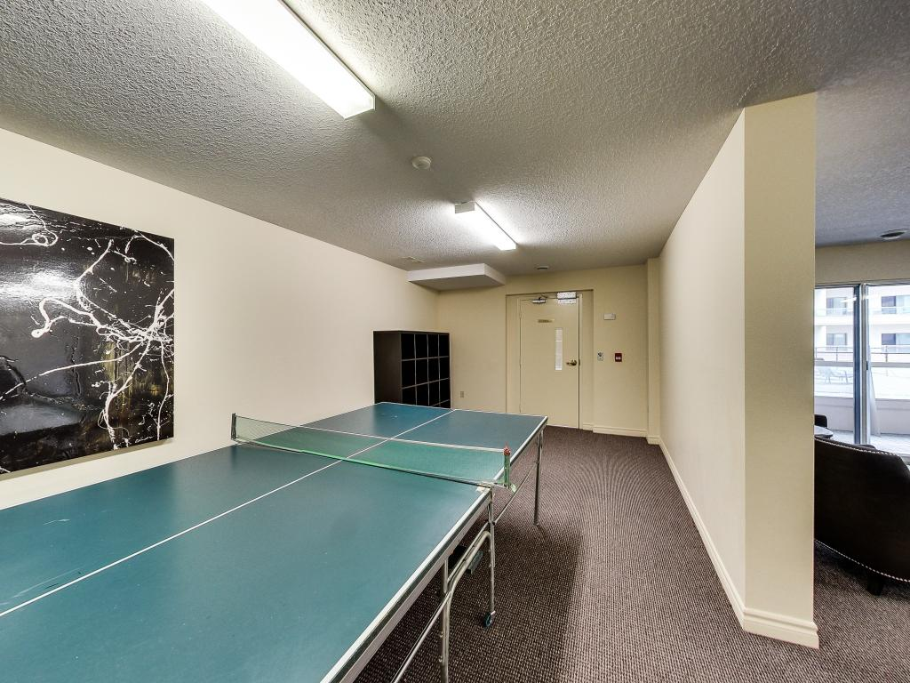 Apartments for Rent London - 310 Dundas St - Common Room Pool Table