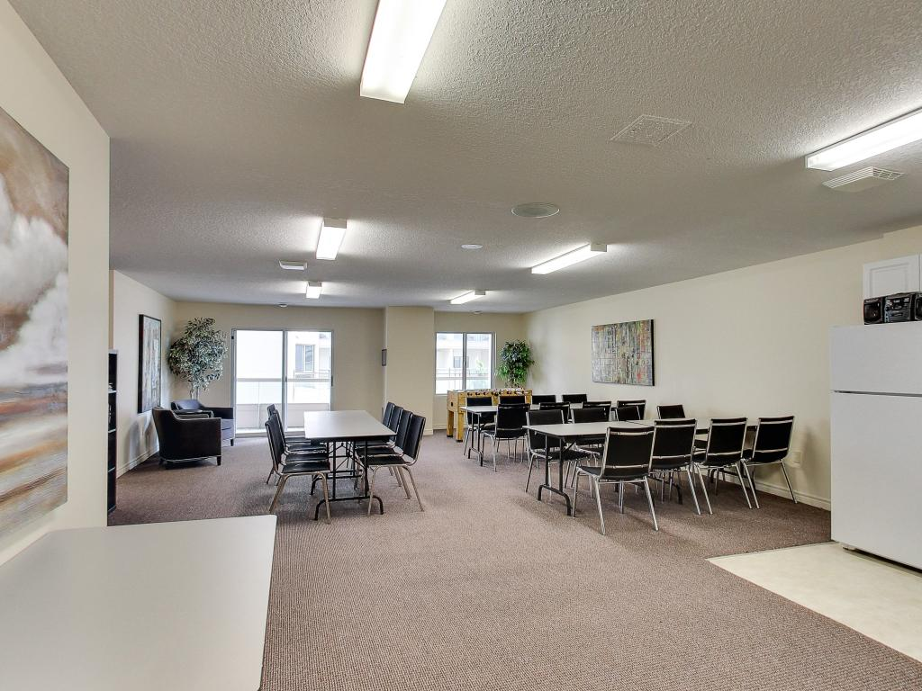 Apartments for Rent London - 310 Dundas St - Common Room