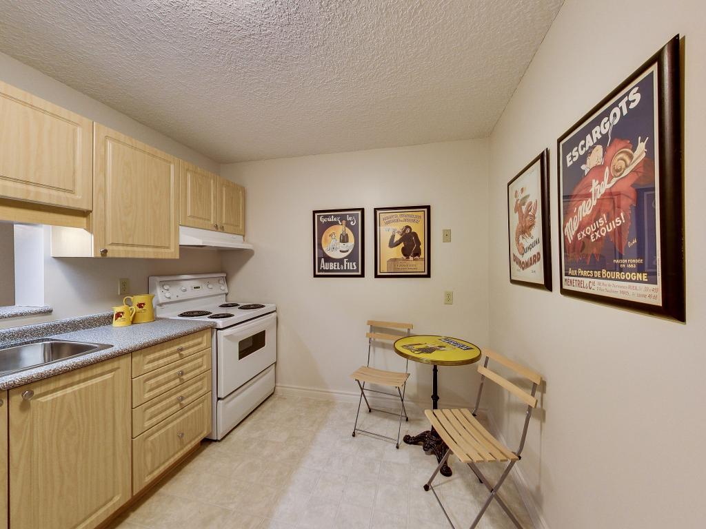 Apartments for Rent London - 310 Dundas St - Kitchen