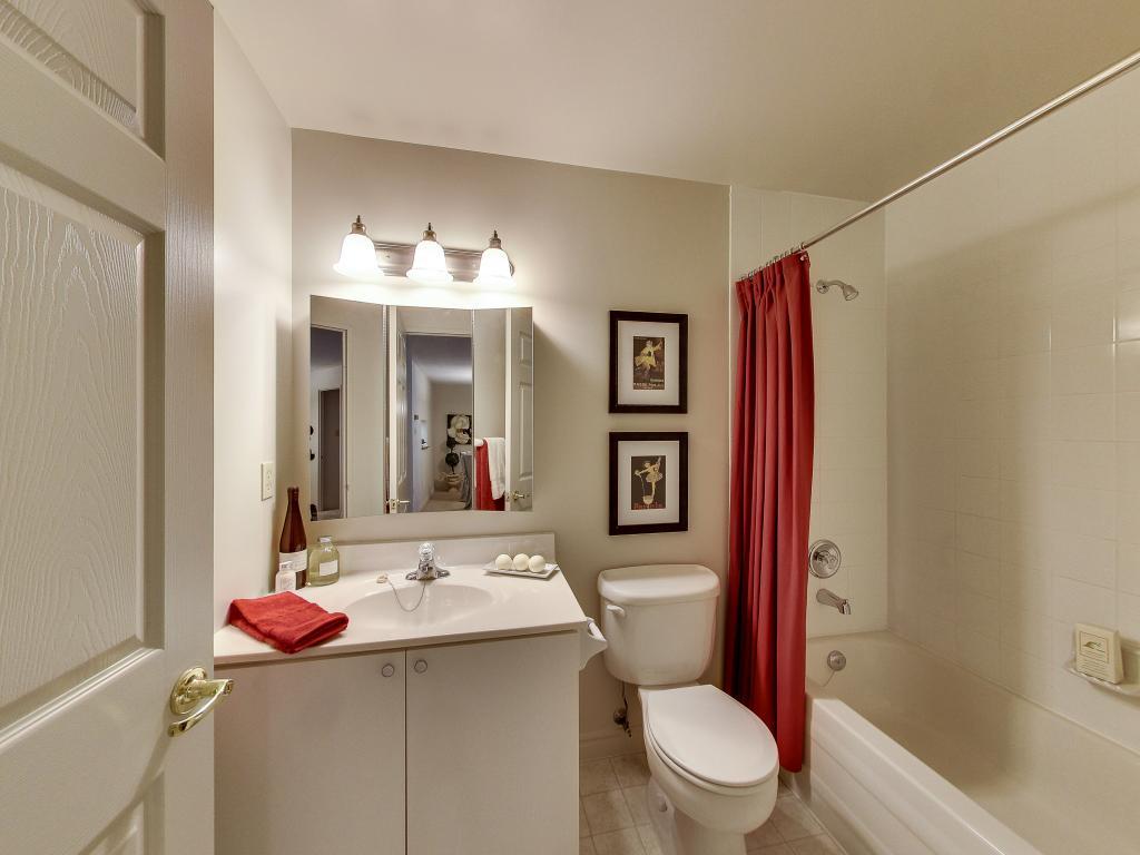 Apartments for Rent London - 310 Dundas St - Main Washroom