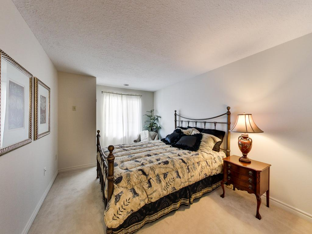 310 Dundas St - Downtown Apartment London Ontario - Second Bedroom