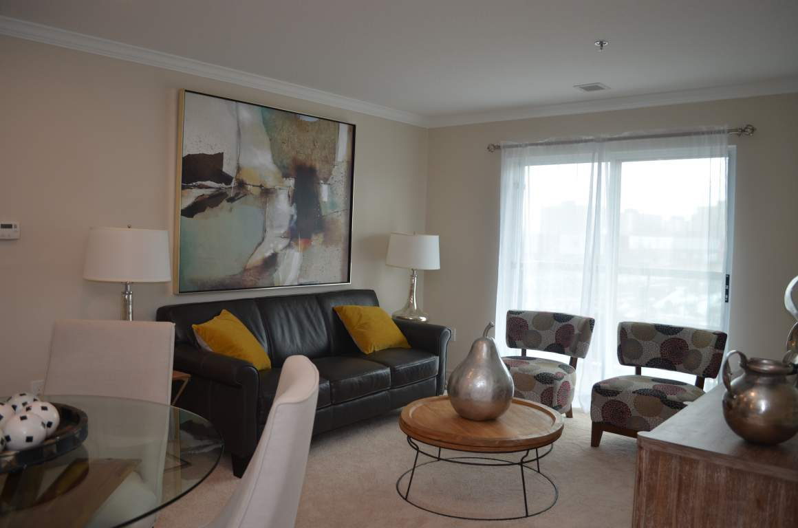 Blythwood Place, 810 Capulet Ln, London - The Woodvale - Dining/Living Room