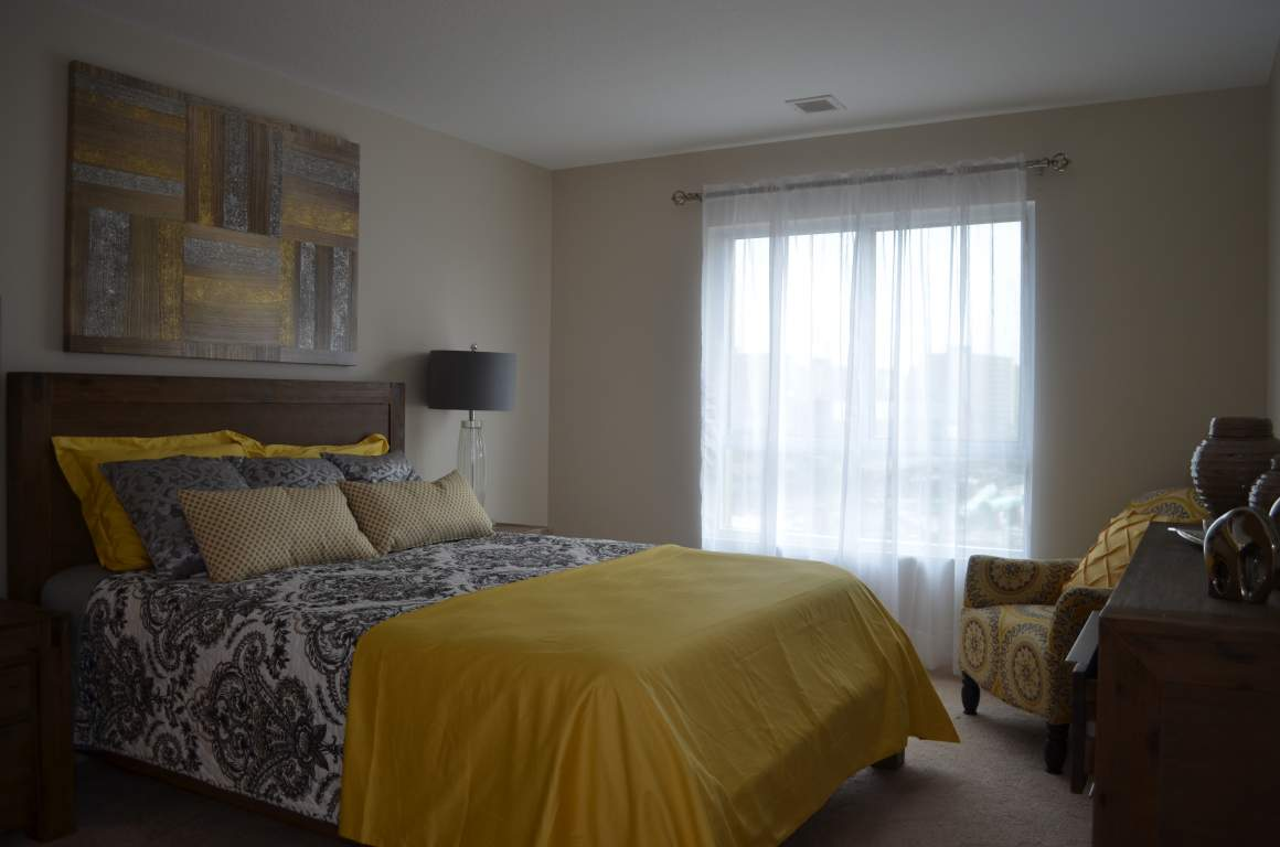 Blythwood Place, 810 Capulet Ln, London - The Woodvale - Master Bedroom