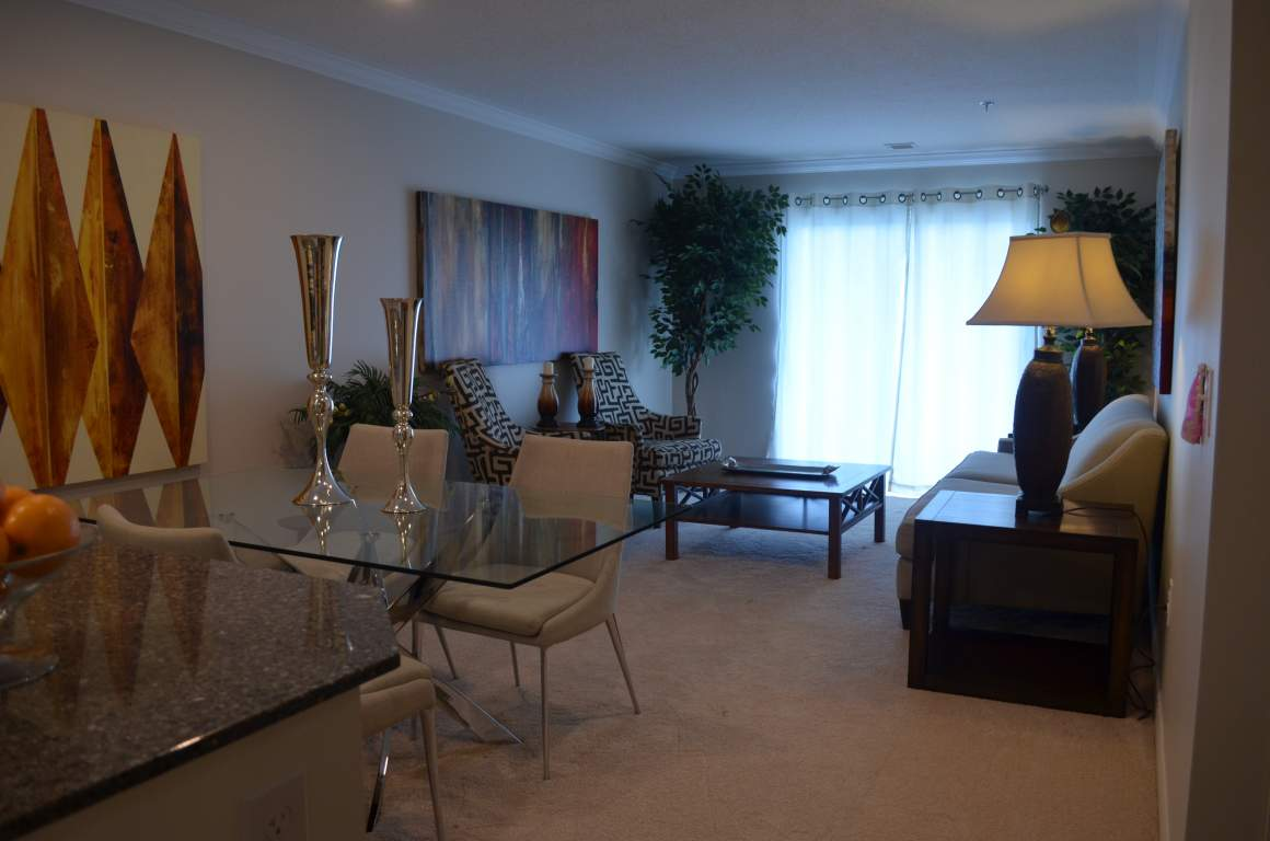Blythwood Place, 810 Capulet Ln, London - The Bedford - Main Living Area
