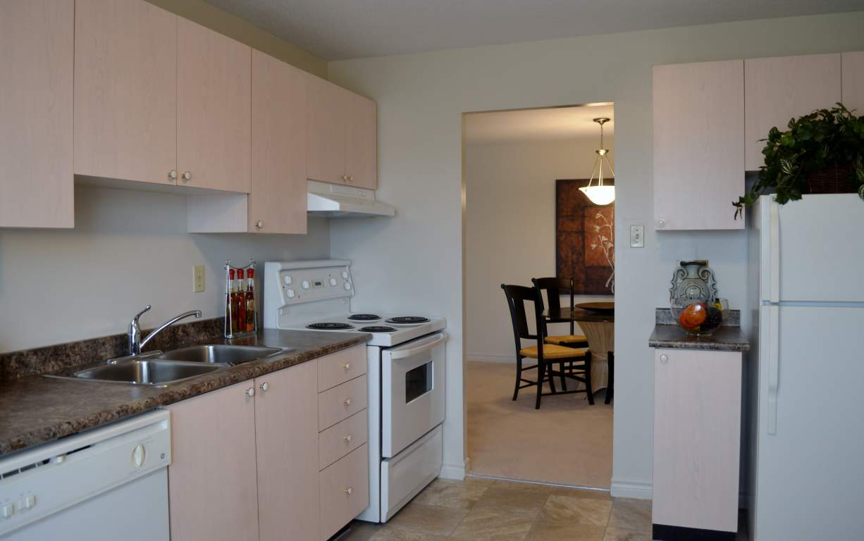Windermere Place III - The Somerville - Kitchen - Apartments for Rent London - 675 Windermere Rd