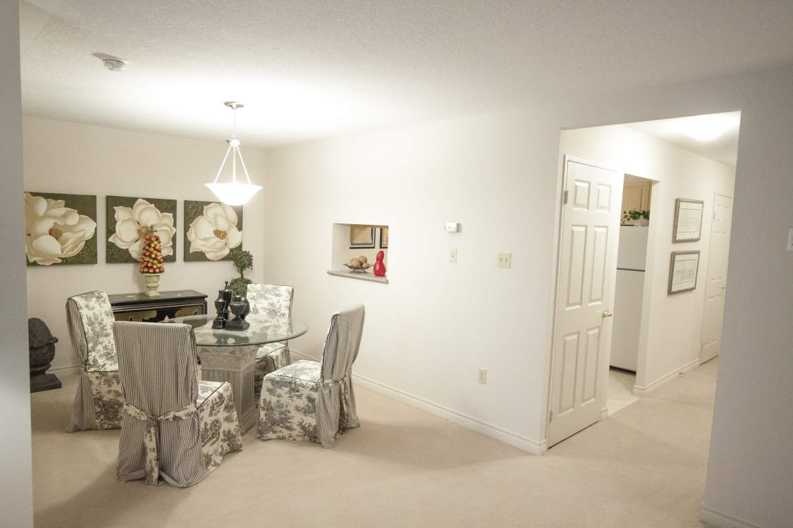 310 Dundas St - Downtown Apartment London Ontario - Dining Room