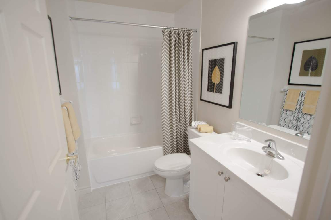 Blythwood Place II - 790 Capulet Lane London Ontario - Bathroom