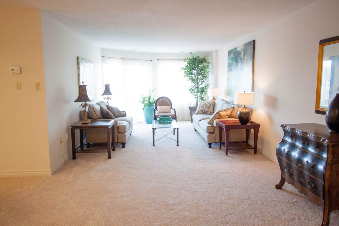 Windermere Place III - The Somerville - Apartments for Rent London - Living Room