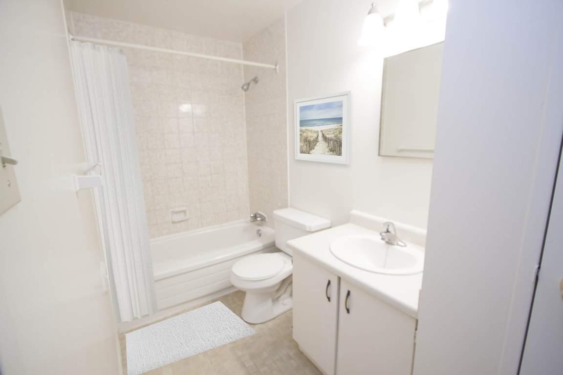 The Trillium Apartment - 700 Wonderland Rd London Ontario - Bathroom