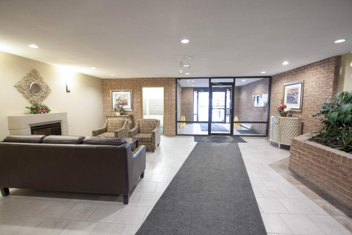 The Trillium Apartment - 700 Wonderland Rd London Ontario - Lobby