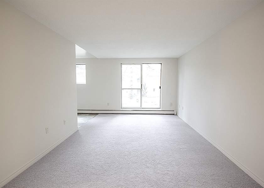 Springbank Gardens - 420 North Street Byron Ontario - Living Room