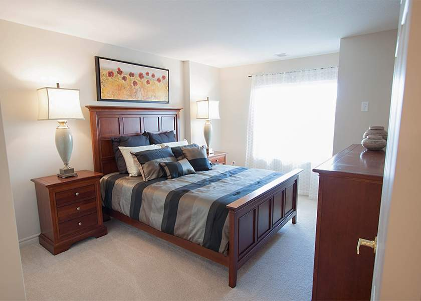 The Aster at the Royal Gardens - 130 Plains Road Burlington Ontario - Bedroom
