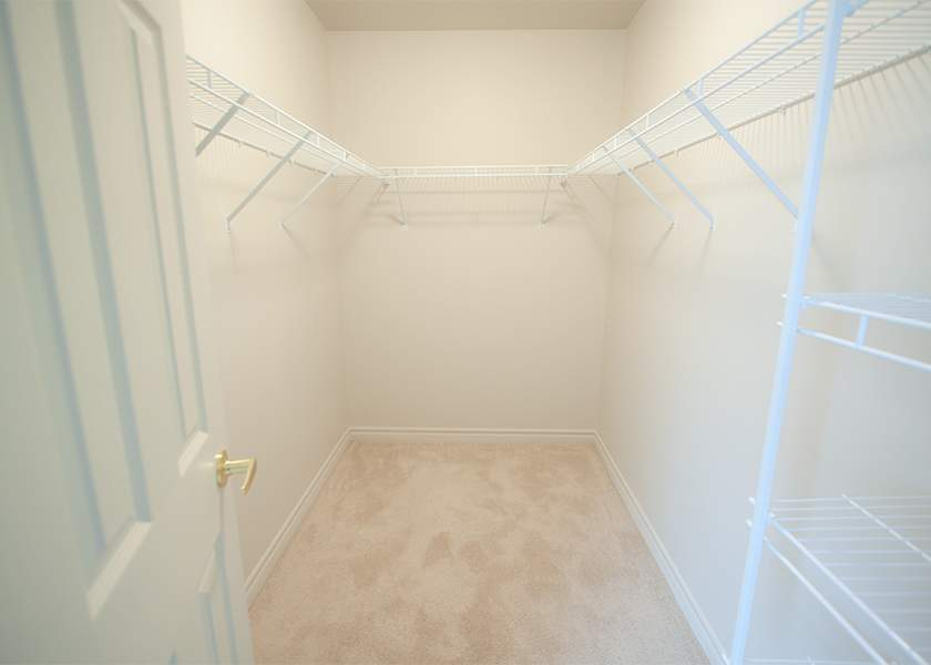 Fallowfield Towers IV - 101 Fallowfield Drive Kitchener Ontario - Walk in Closet