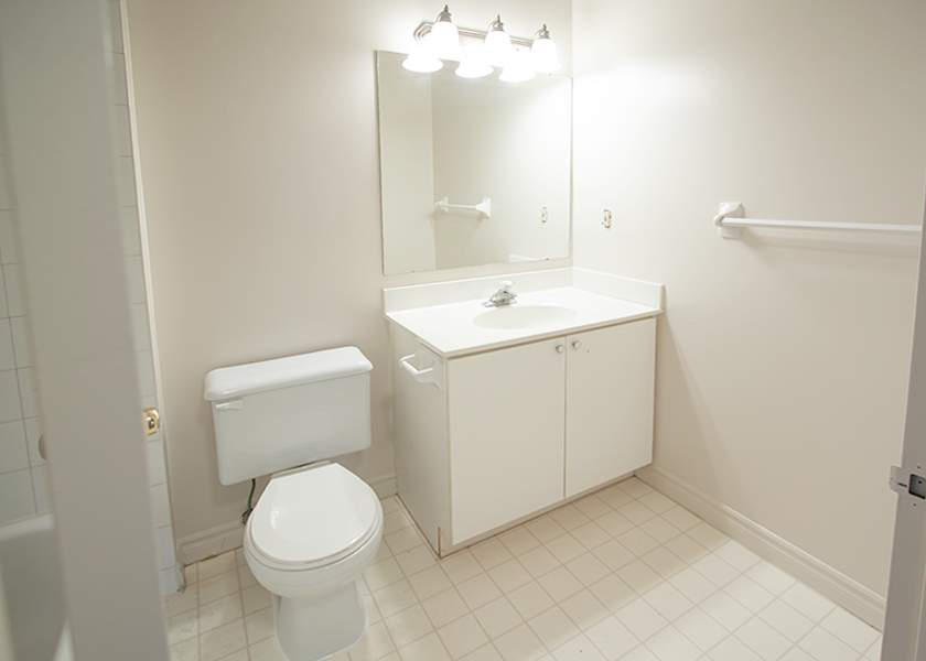 Victoria Park Towers - 310 Queen St S Kitchener Ontario - Bathroom
