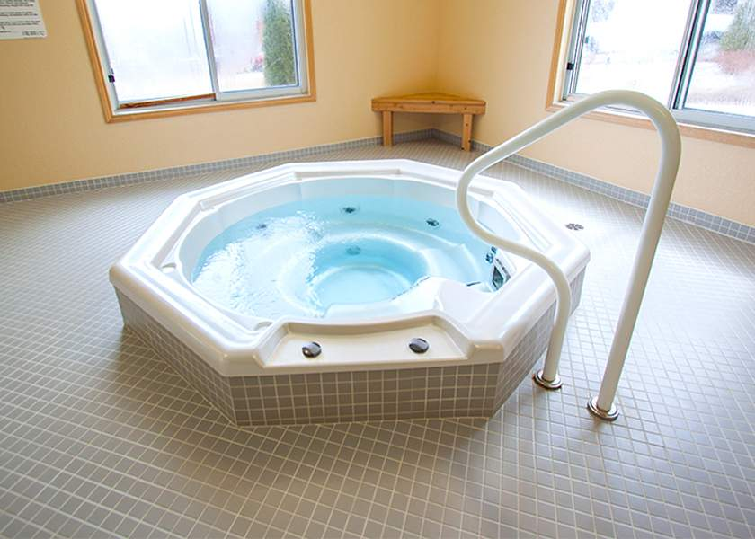 The Aster at the Royal Gardens - 130 Plains Road Burlington Ontario - Hot Tub