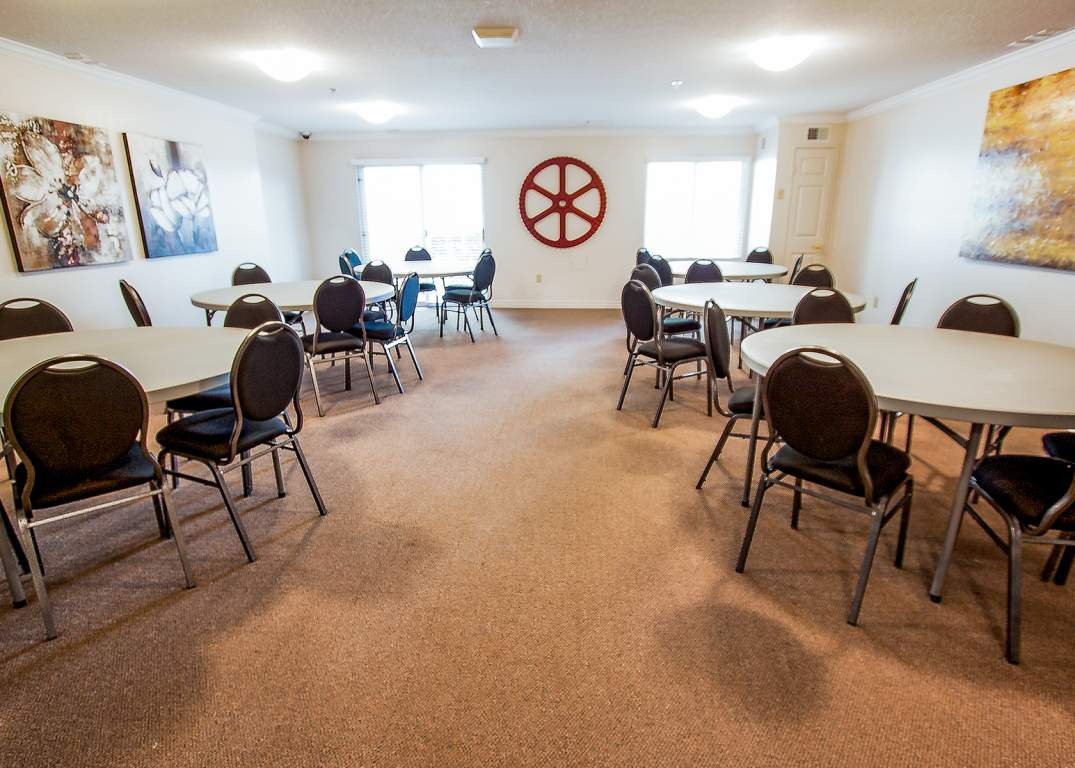 The Aster at the Royal Gardens - 130 Plains Road Burlington Ontario - Common Room