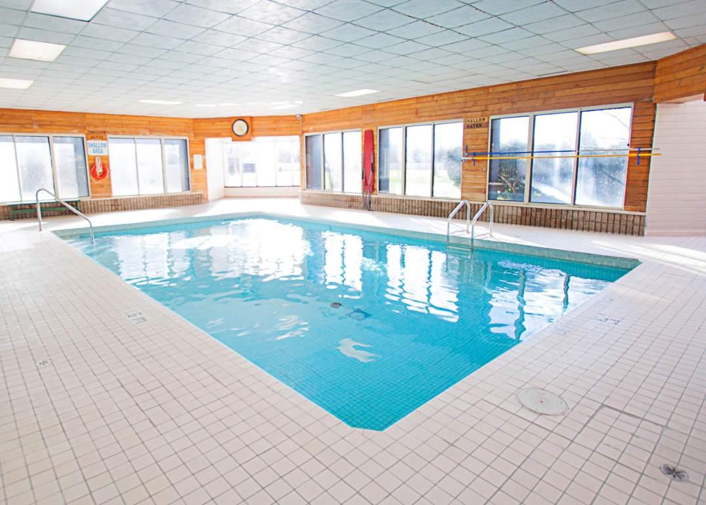 Marina Park Place II - 1285 Sandy Ln Sarnia Ontario - Pool