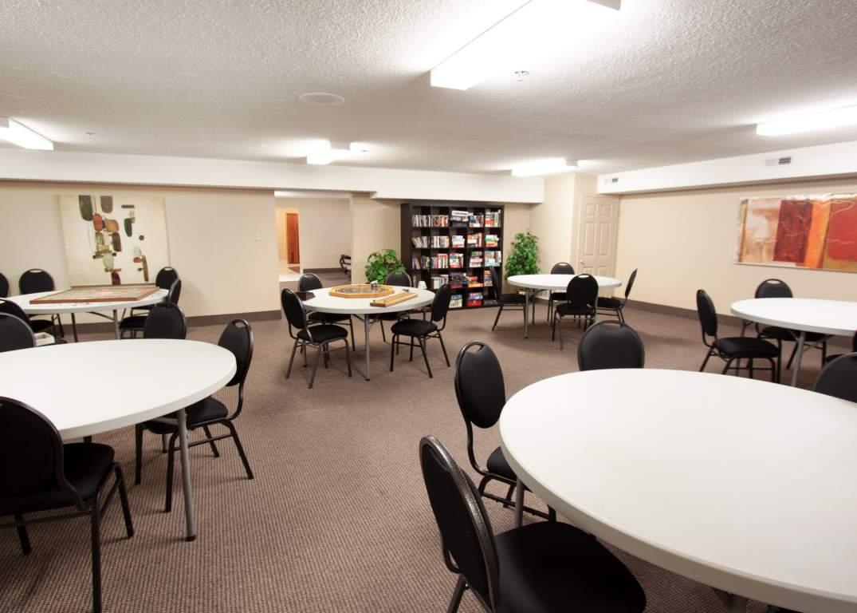 Marina Park Place II - 1285 Sandy Ln Sarnia Ontario - Common Room