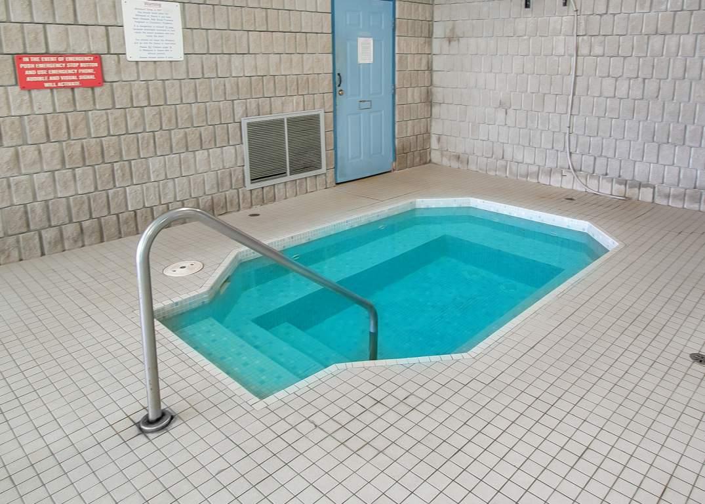 Marina Park Place III - 1295 Sandy Ln Sarnia Ontario - Hot Tub