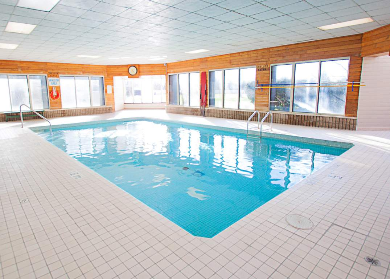 Marina Park Place III - 1295 Sandy Ln Sarnia Ontario - Pool