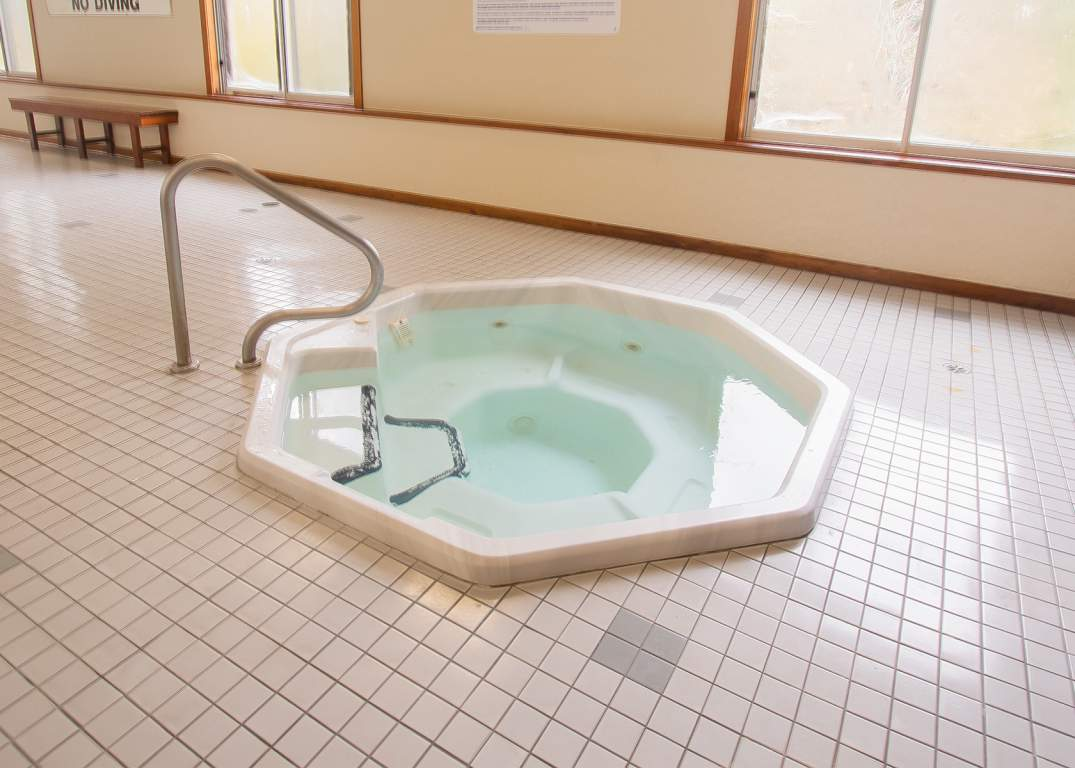 Lakeside Estates - 600 Chieftan St Woodstock Ontario - Hot Tub