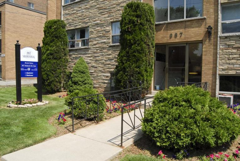 Mohawk Apartments 987